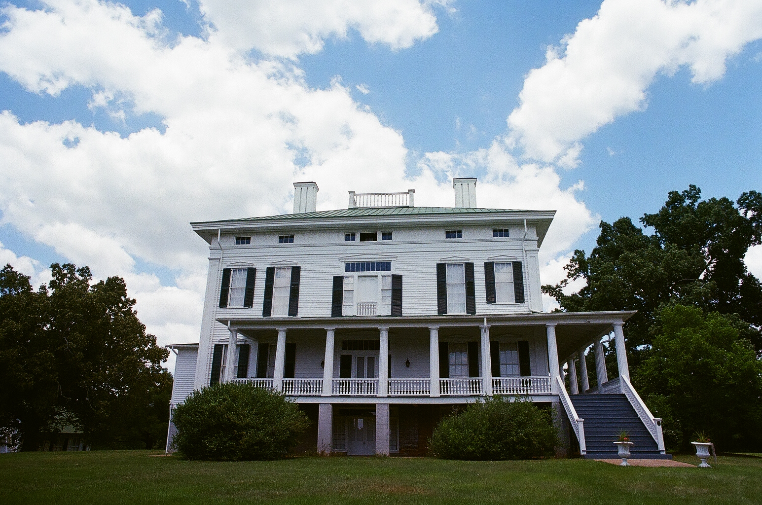 The Redcliffe Plantation is only a thirty minute drive and has fabulous guided tours, beautiful architecture, and an interesting history.