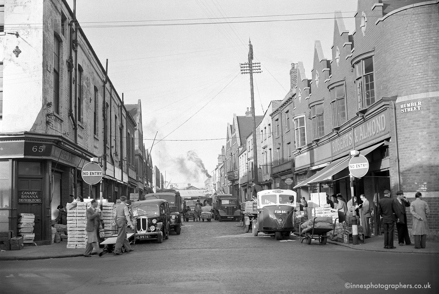 A306+Humber+Street+Fruit+Market+1955-min.jpg