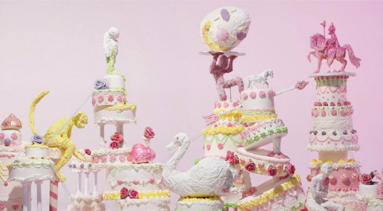 Lilly-Vanilli-Wedding-Cakes-Cake-Fight.jpg