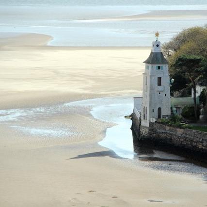 Portmeirion-beach-wedding-Hatton-Garden-Jewellers.jpg