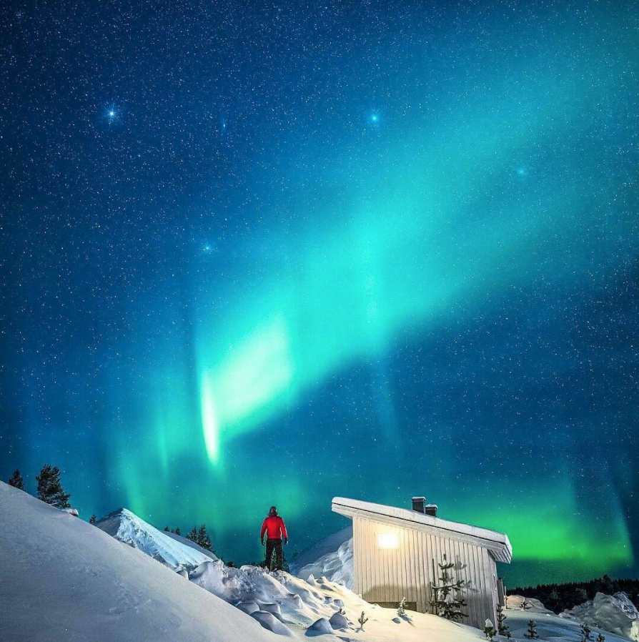 @beautifuldestinations  caught the Northern Lights on camera during their stay