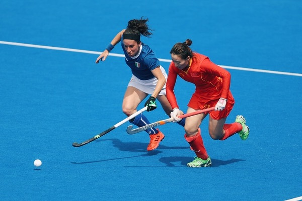 Meng Liu of China battles with Elisabetta Pacella of Italy Image: Christopher Lee / Getty