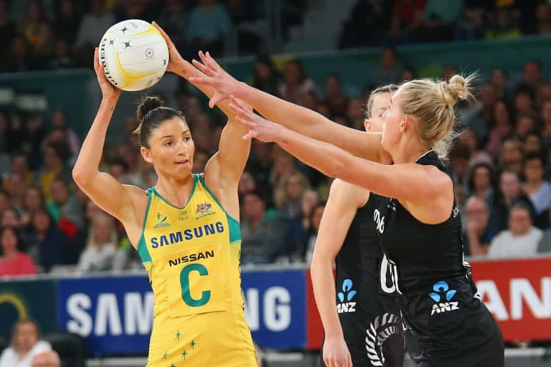 Kim Ravaillion looks to pass the ball against the New Zealand Silver Ferns. Image: Getty