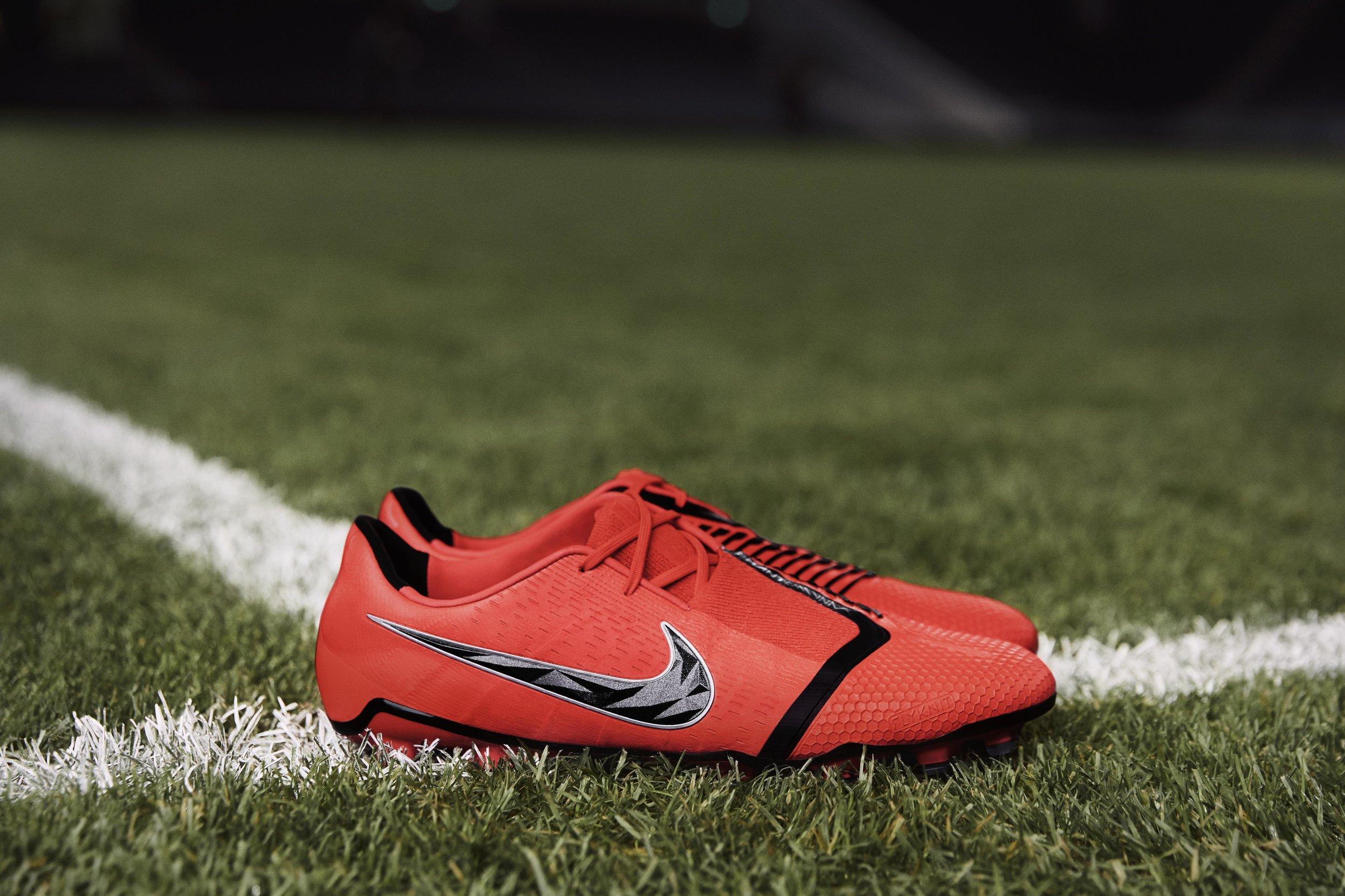 Nike-phantomvnm-boot-ronnell-humes-womens-sport.jpg