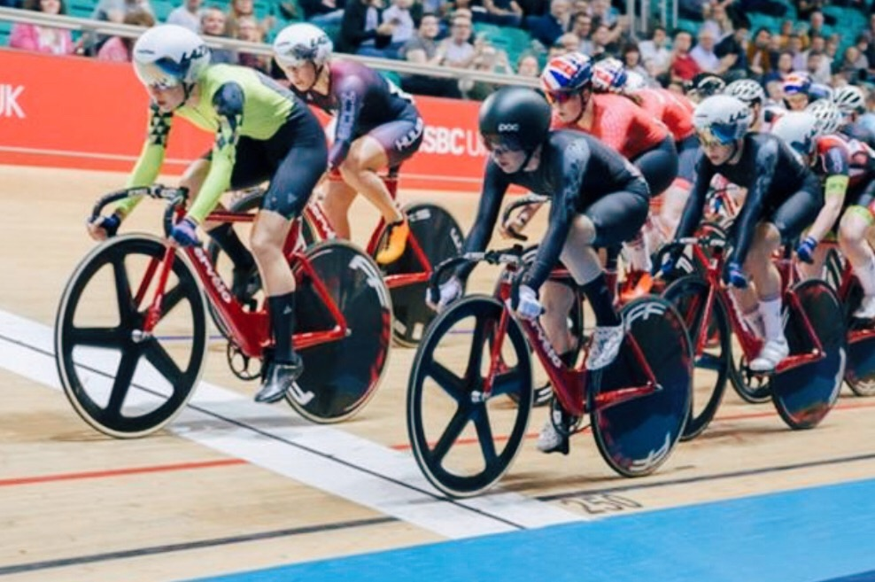 Laura Kenny, in black, in action during the heats. Img: Getty