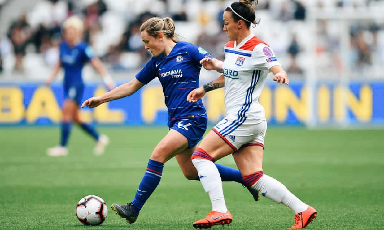 Lucy Bronze (right) challenges Chelsea's Fran Kirby during Lyon's 2-1 Champions League semi-final first leg win. Img: Chelsea FC