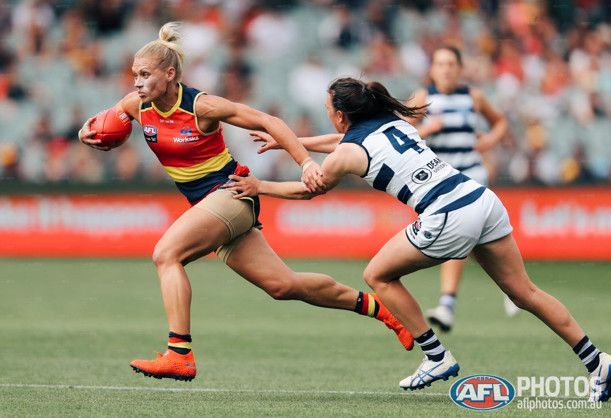Erin Phillips in action. Img: AFL