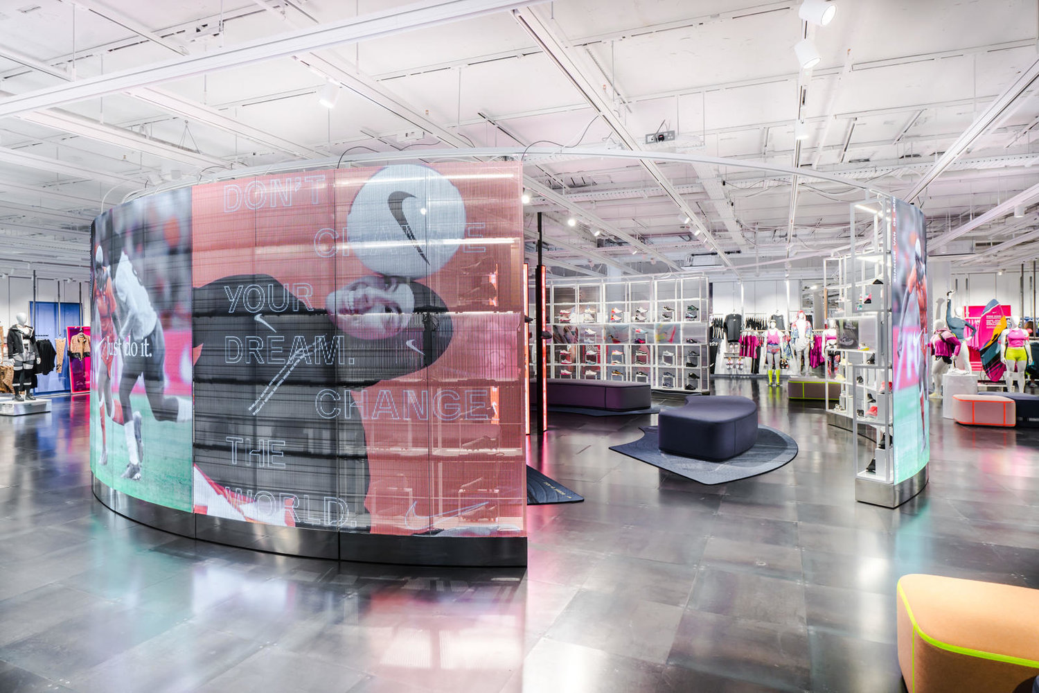 Conciso caliente En marcha  Unveiling the Sleek New Women's Floor in Nike Town — %