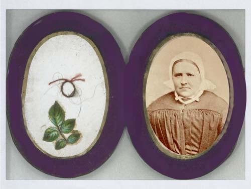 Relikwiarzyk wykonany przez siostry po śmierci Matki.