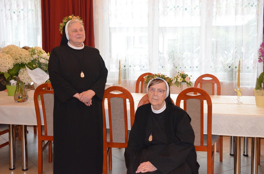 Siostry Jubilatki s.M. Bożena (po lewej) s.M. Stanisława (po prawej)