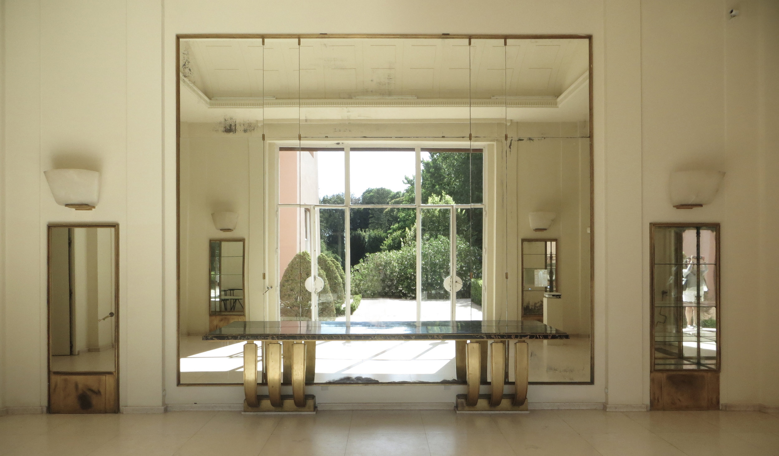 The fascination for the design and detail present in the interiors of Casa de Serralves, served as inspiration for    Diana Vieira da Silva,    creative director of Monseo.