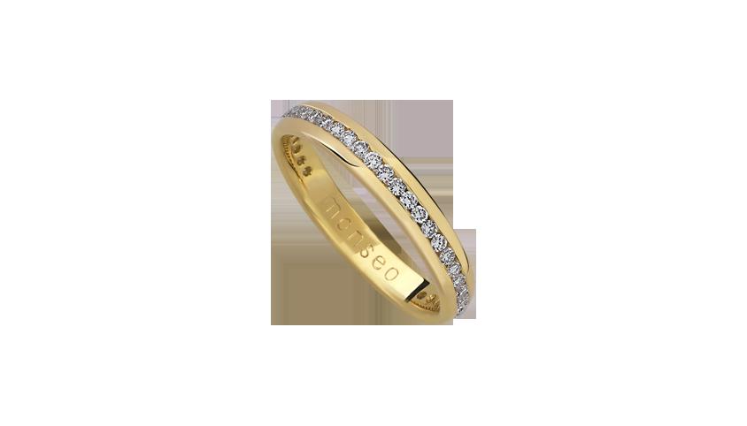 AN0619A - Aliança Moments com diamantes   Aliança em ouro amarelo 19.2 Kt com 32 diamantes lapidação brilhante. Opção em ouro rosa ou ouro branco.