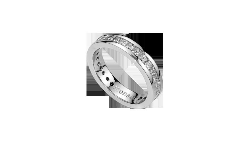 AN0627C - Aliança Moments com diamantes   Aliança em ouro branco 19.2 Kt. com 34 diamantes lapidação princesa. Opção em ouro rosa ou ouro amarelo.