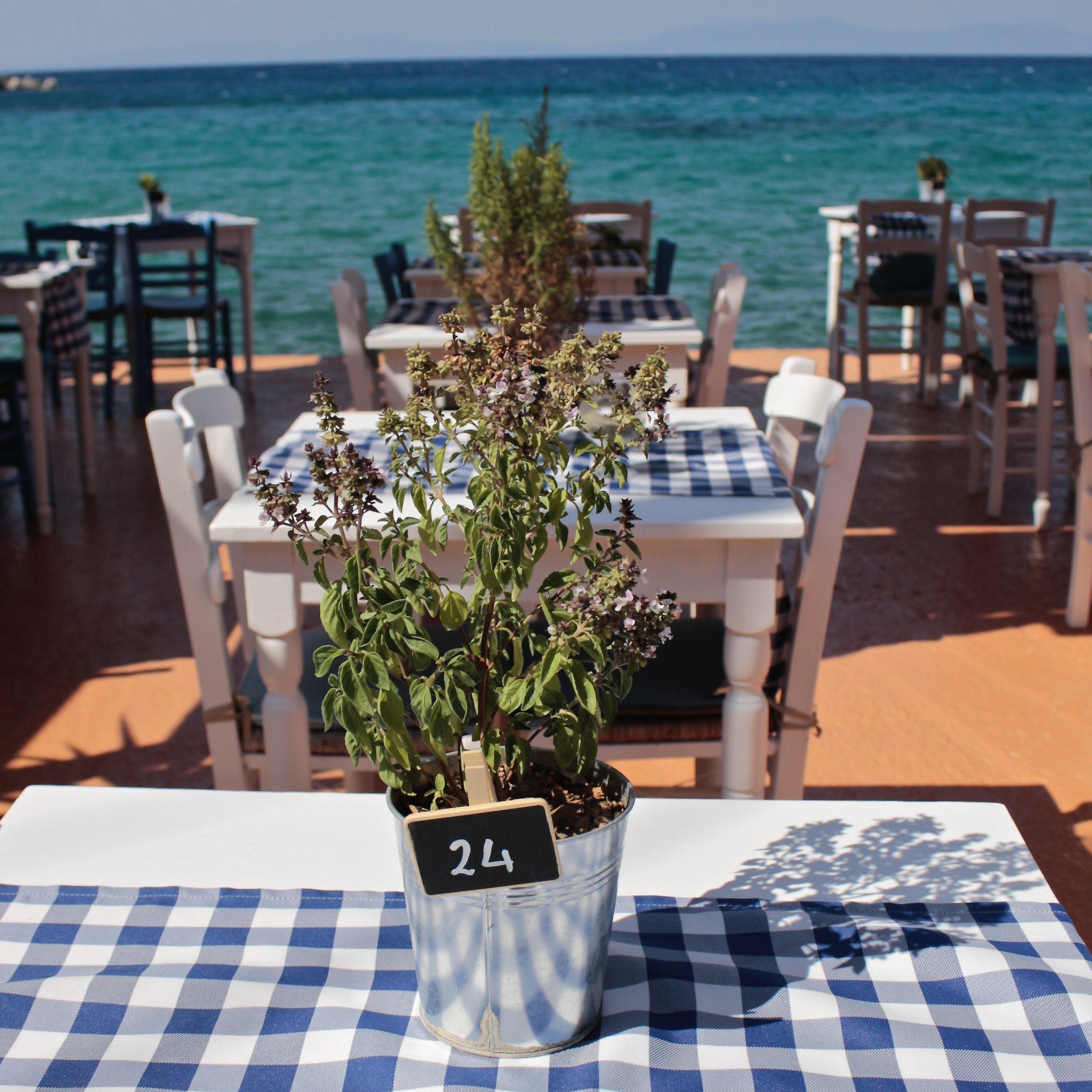 Una taverna fronte mare, Samos.