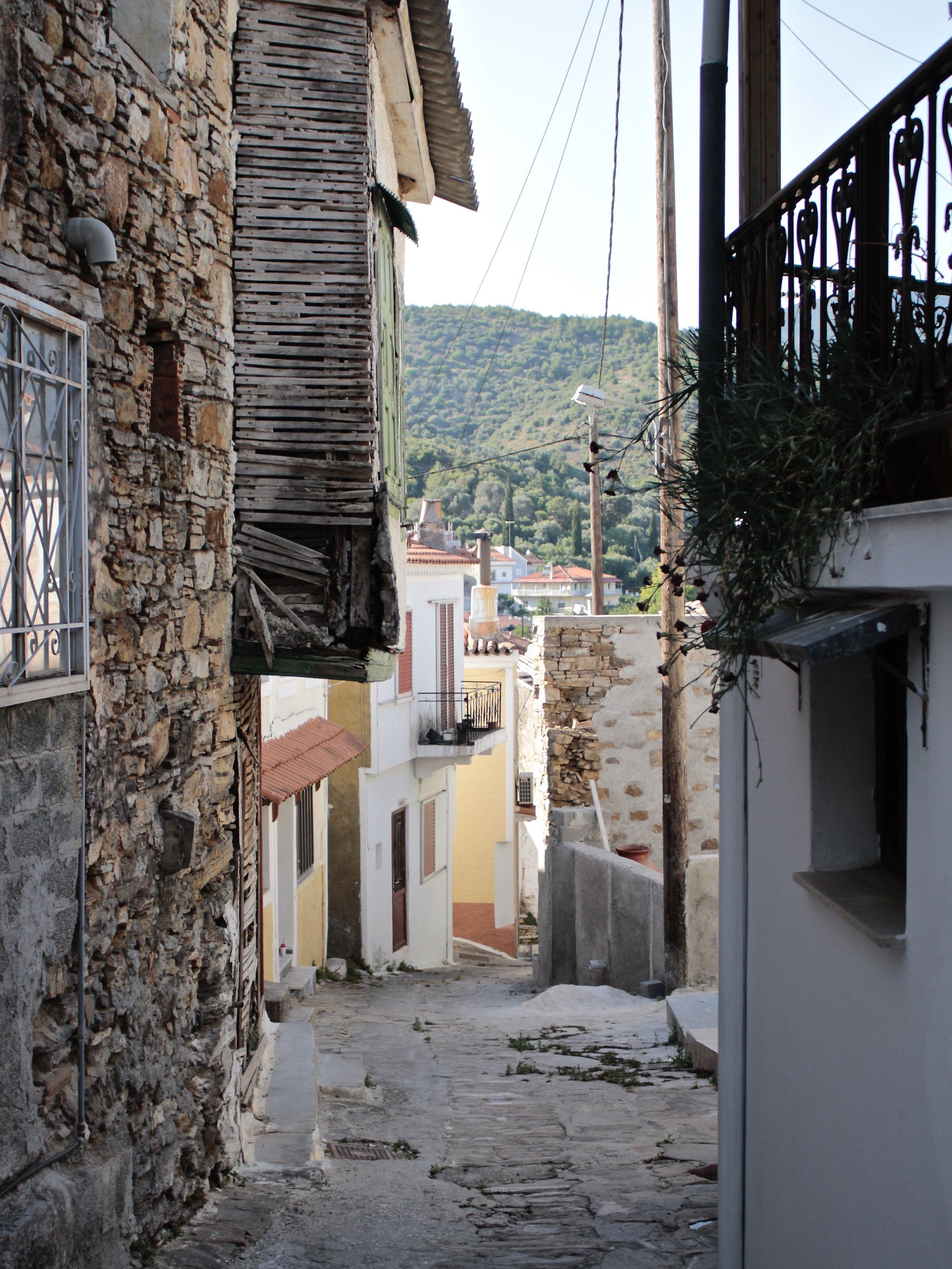 Vicolo che attraversa il centro di Pyrgos.
