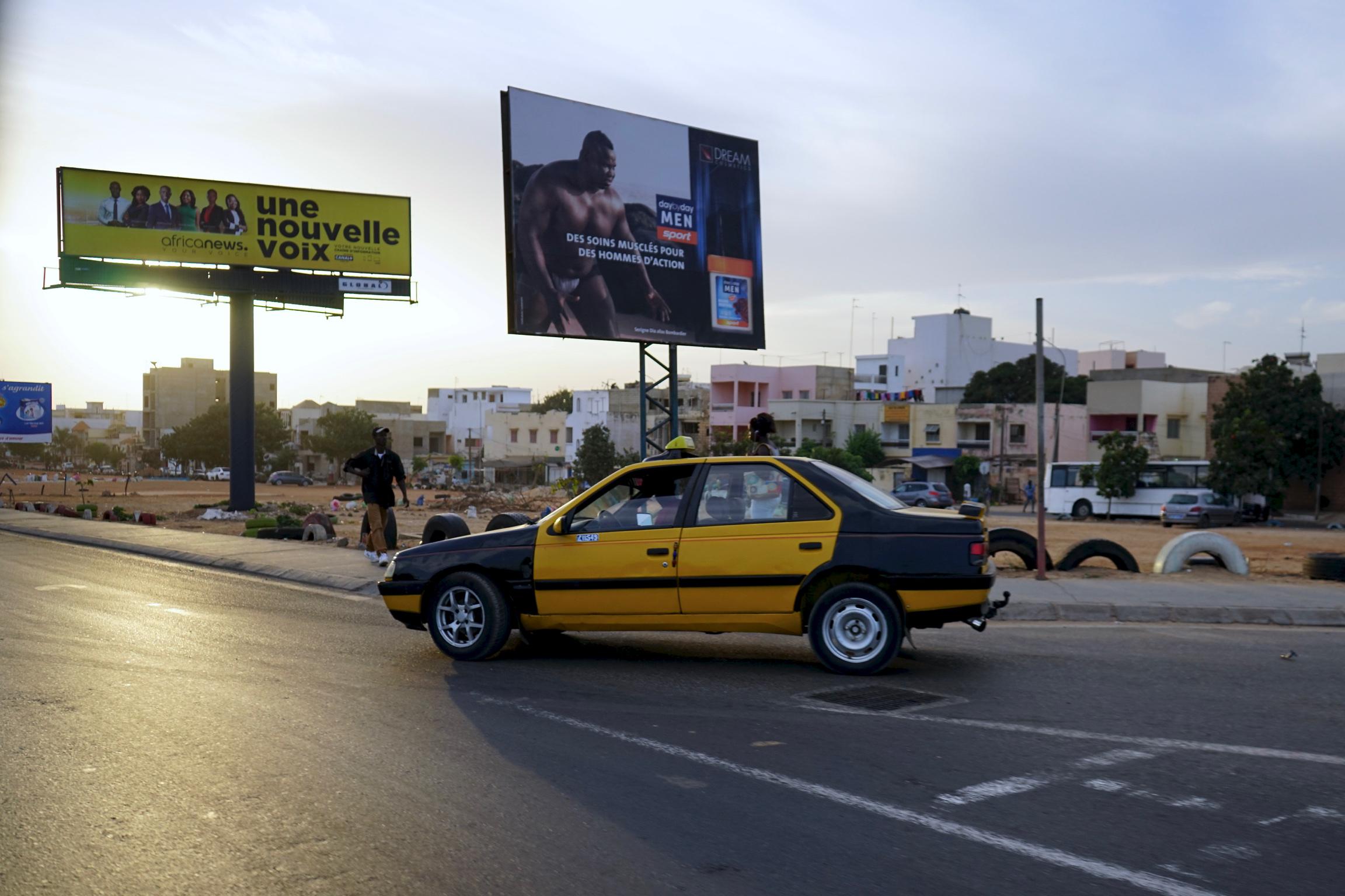 Lungo le strade di Dakar, al mattino.