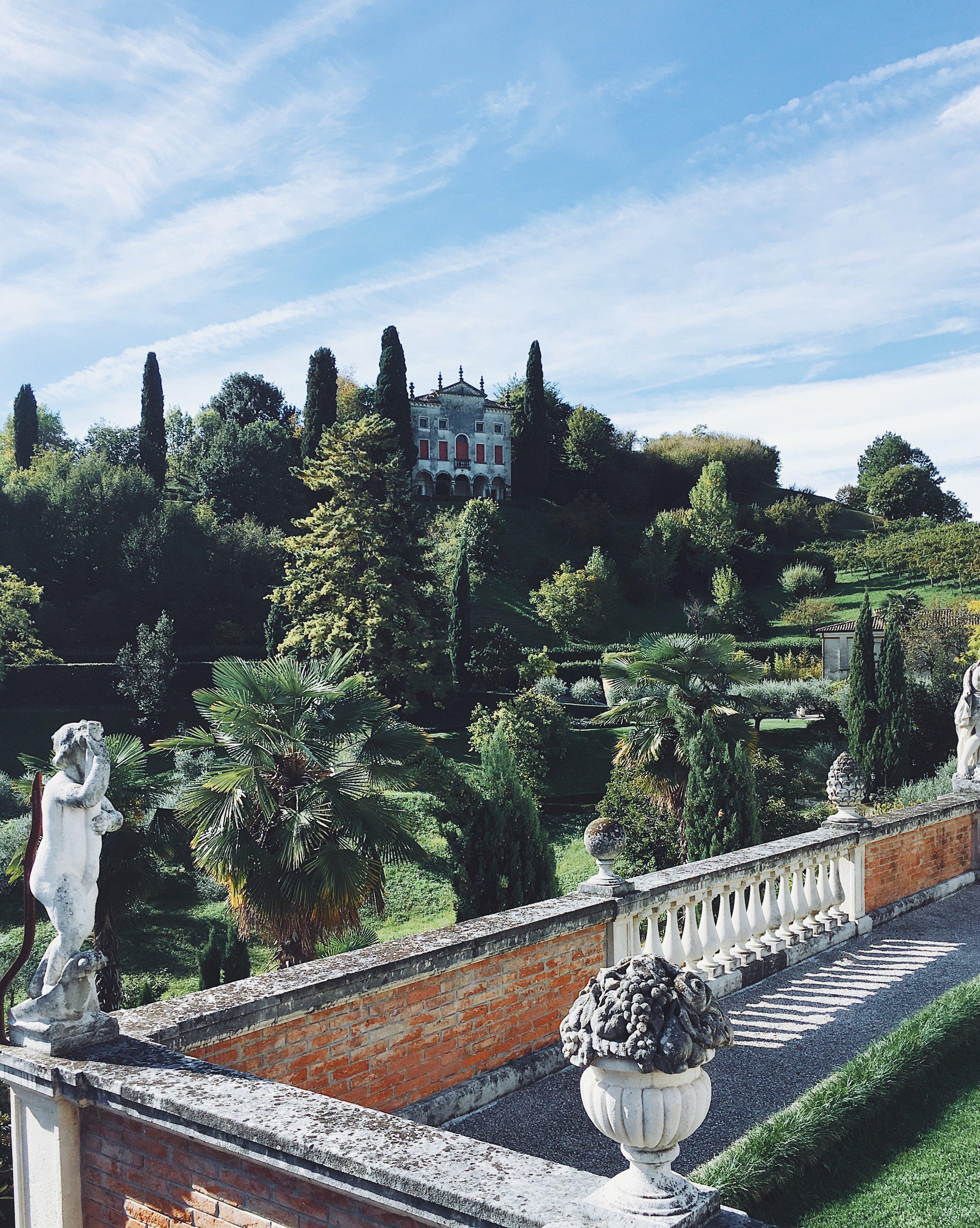 La vista meravigliosa dai Giardini di Villa Contarini con vista sul Castello di Asolo.
