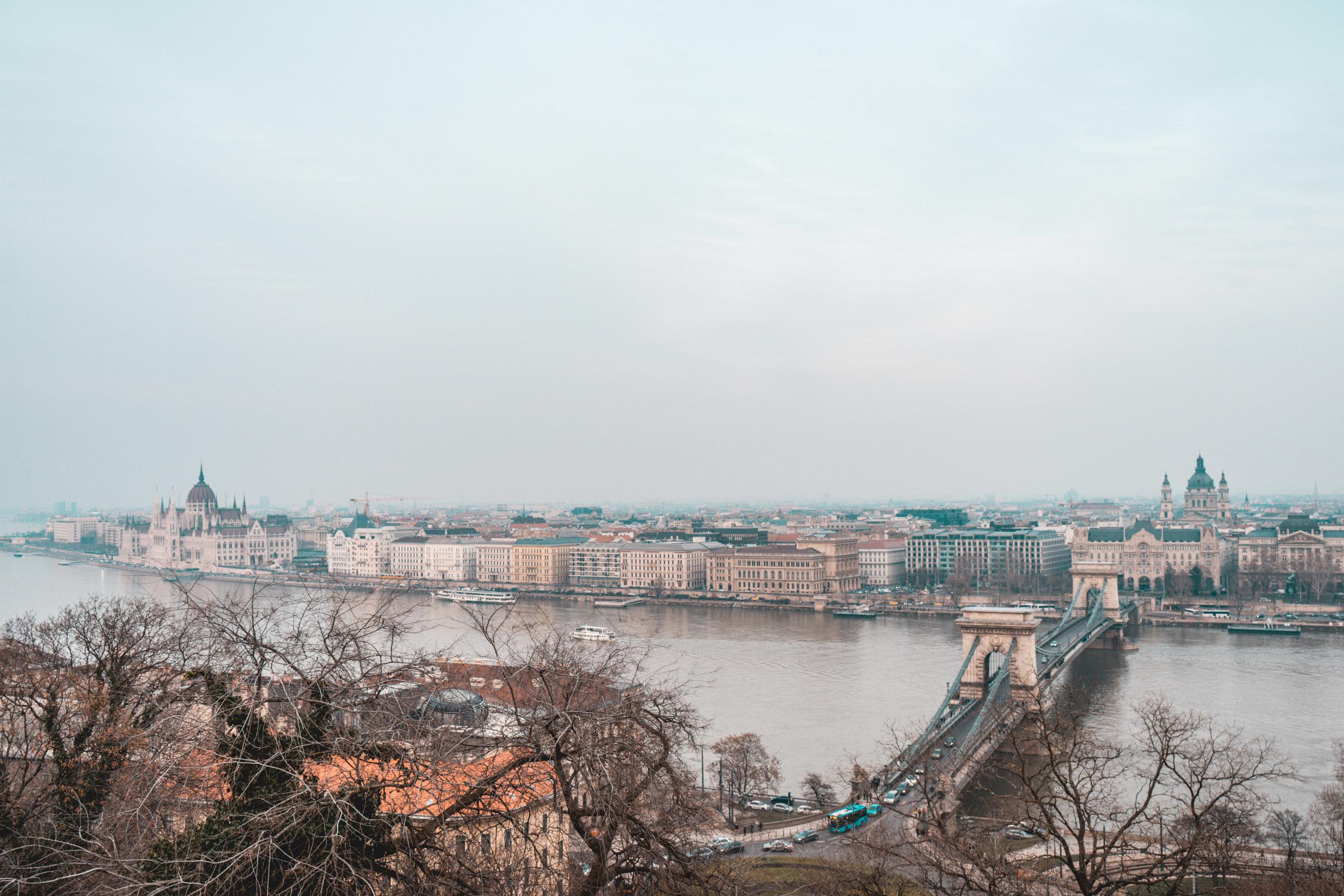 Ecco il panorama più fotografato della città: la vista scattata dalla parte alta di Buda.