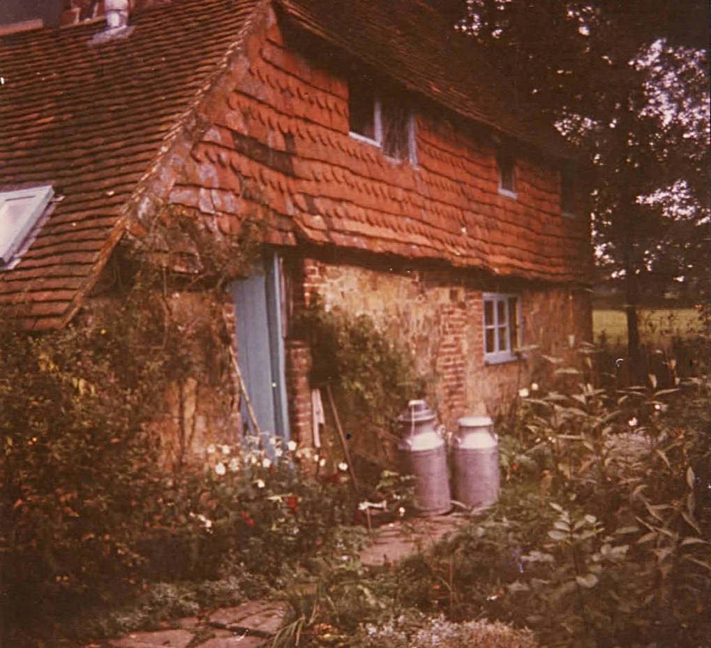 16th-century Meareshurst ('Meares'), near Ockley in Sussex. The rent was £800 a year