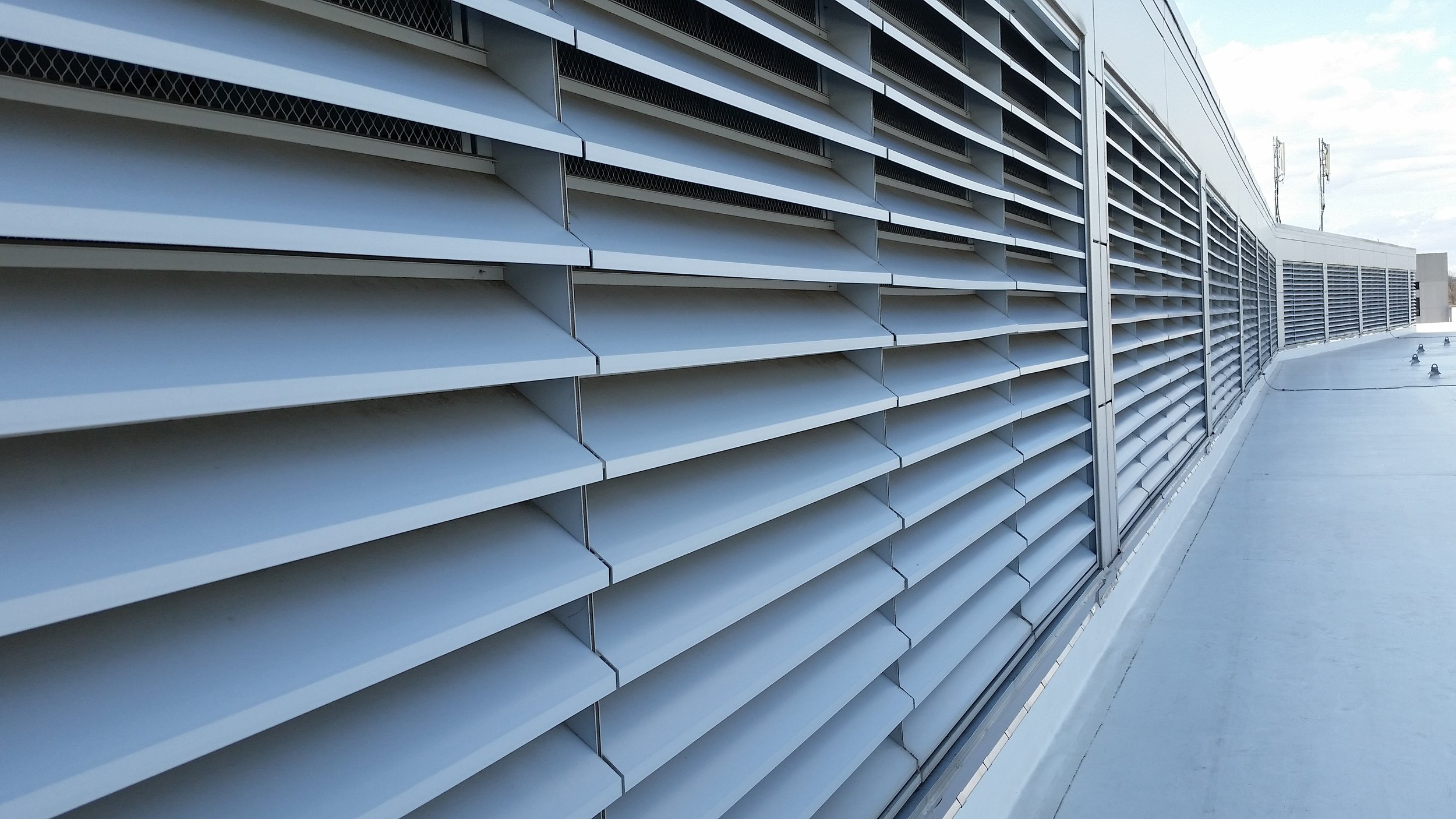 Wiley Federal Building: Louvers leak study