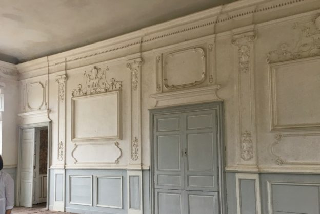 The original decorative details in Château de Cerons