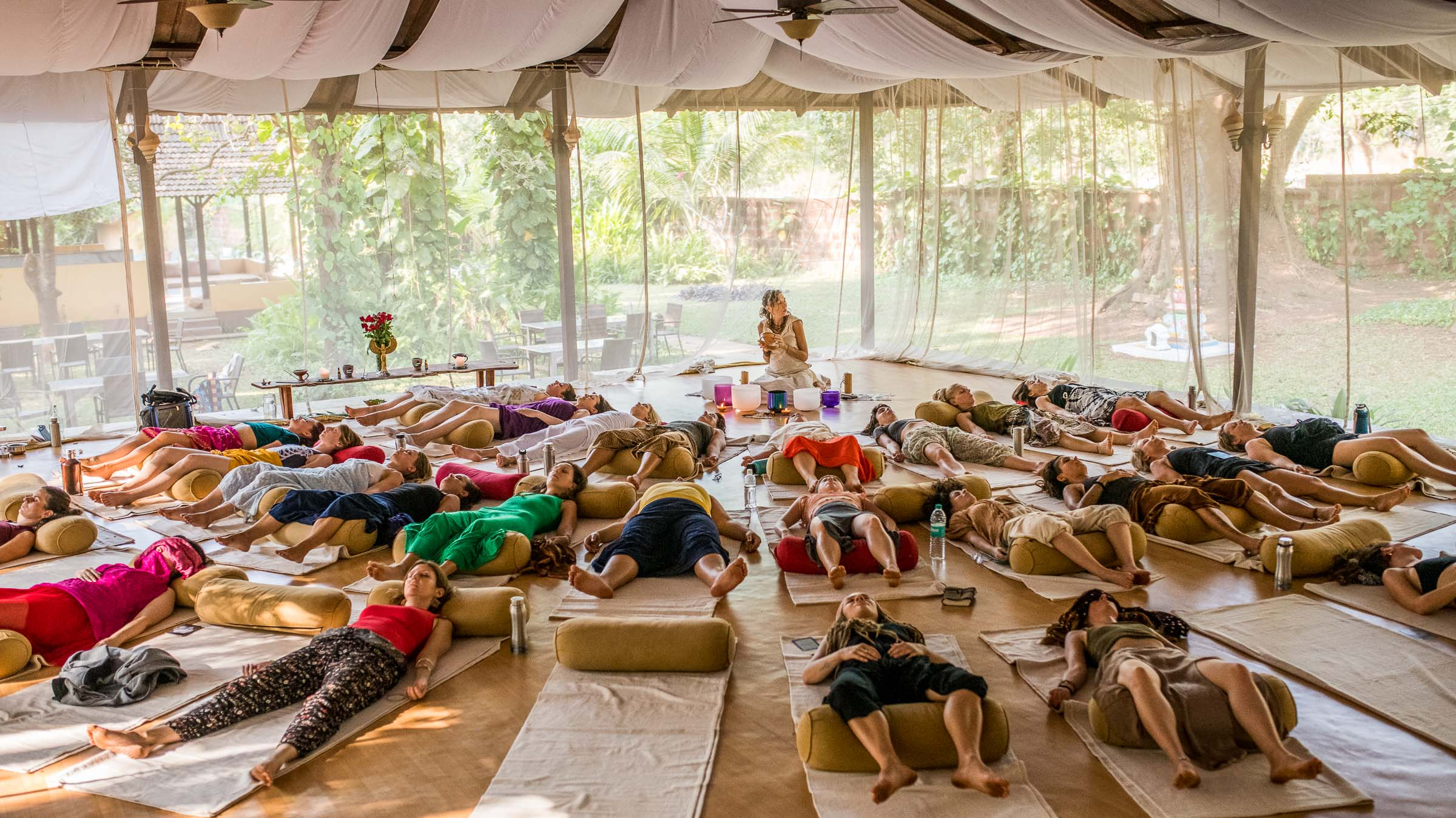 Sound Bath Healing workshop during the dance retreat in India- Magdalena Smolarska Photography