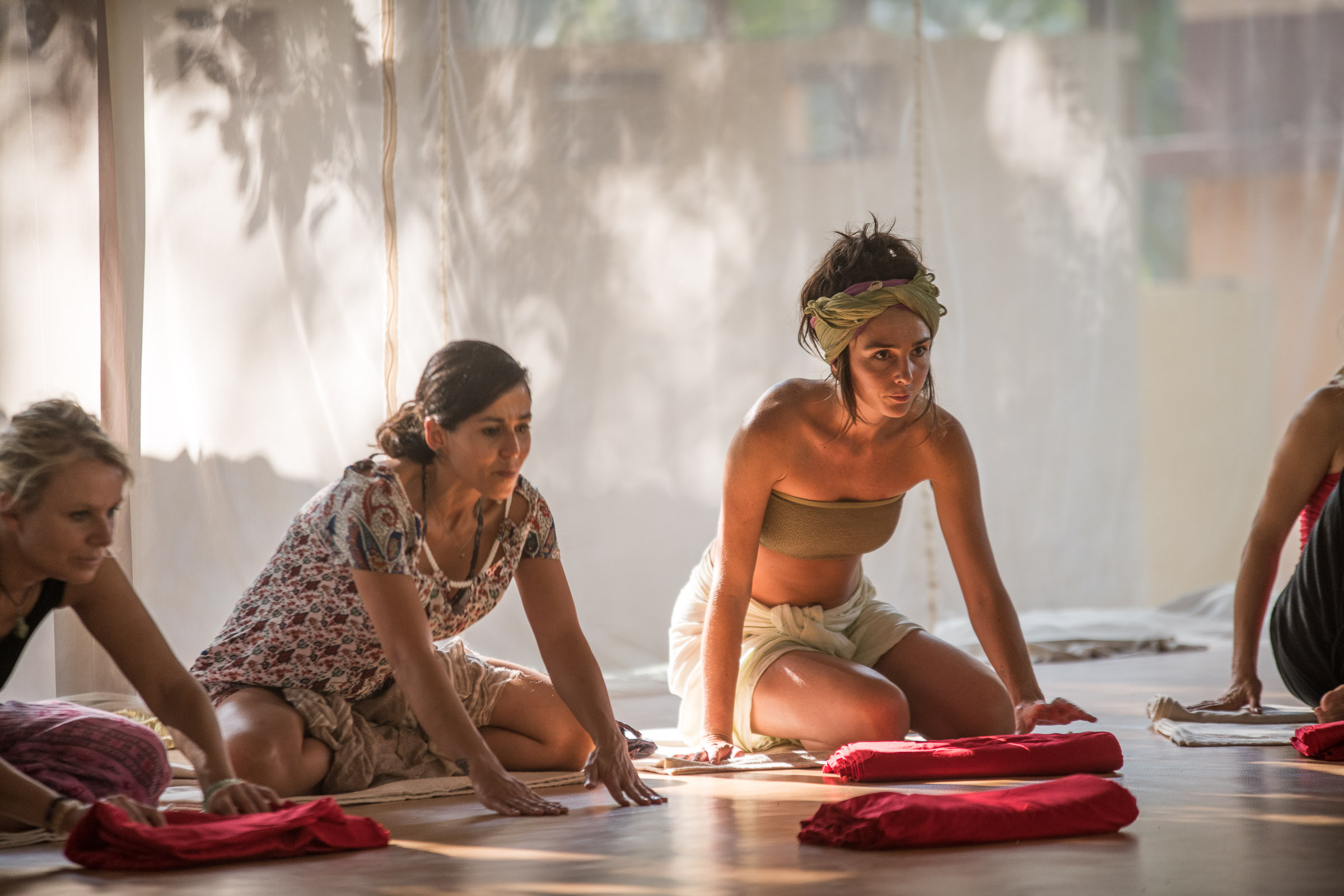 Earth body practice during women workshop and retreat - Magdalena Smolarska Photography