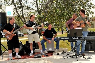 2010 Praise Band JFA_6957 4x6.jpg