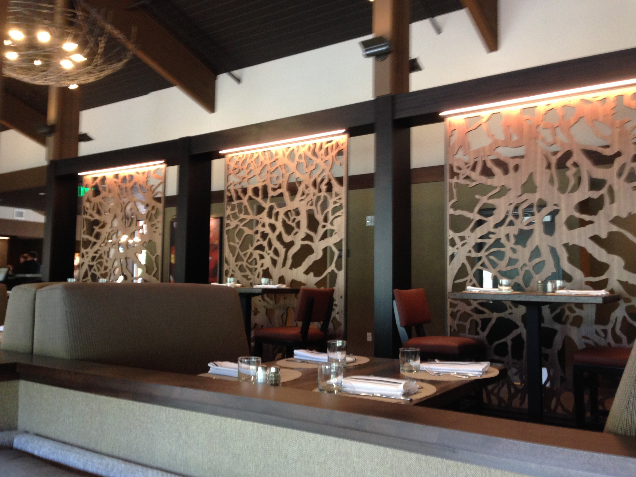 River House Hotel, OR   Branches, Wall partition