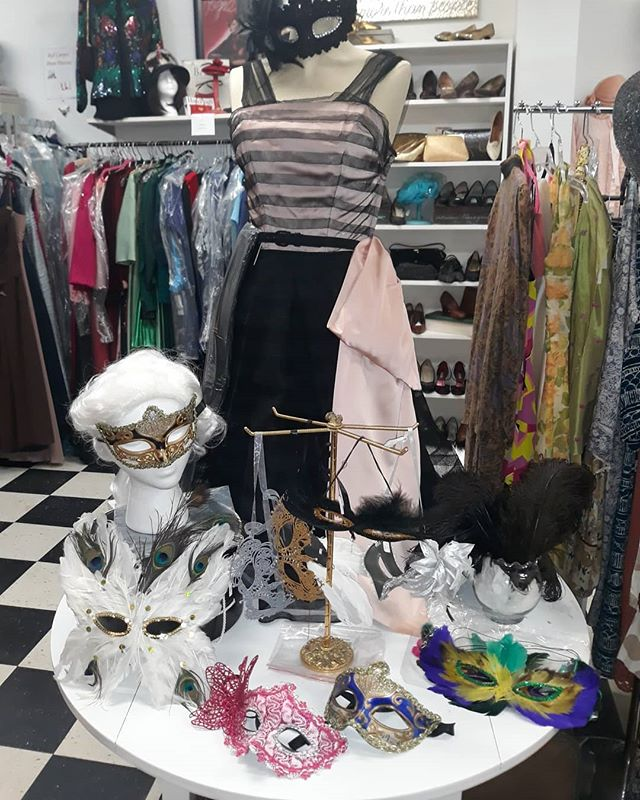 Shopping for the @audrainconcours Gala? Visit us today 30 Broadway, Newport. @audrainautomobilemuseum @closet.revival #NewportRI