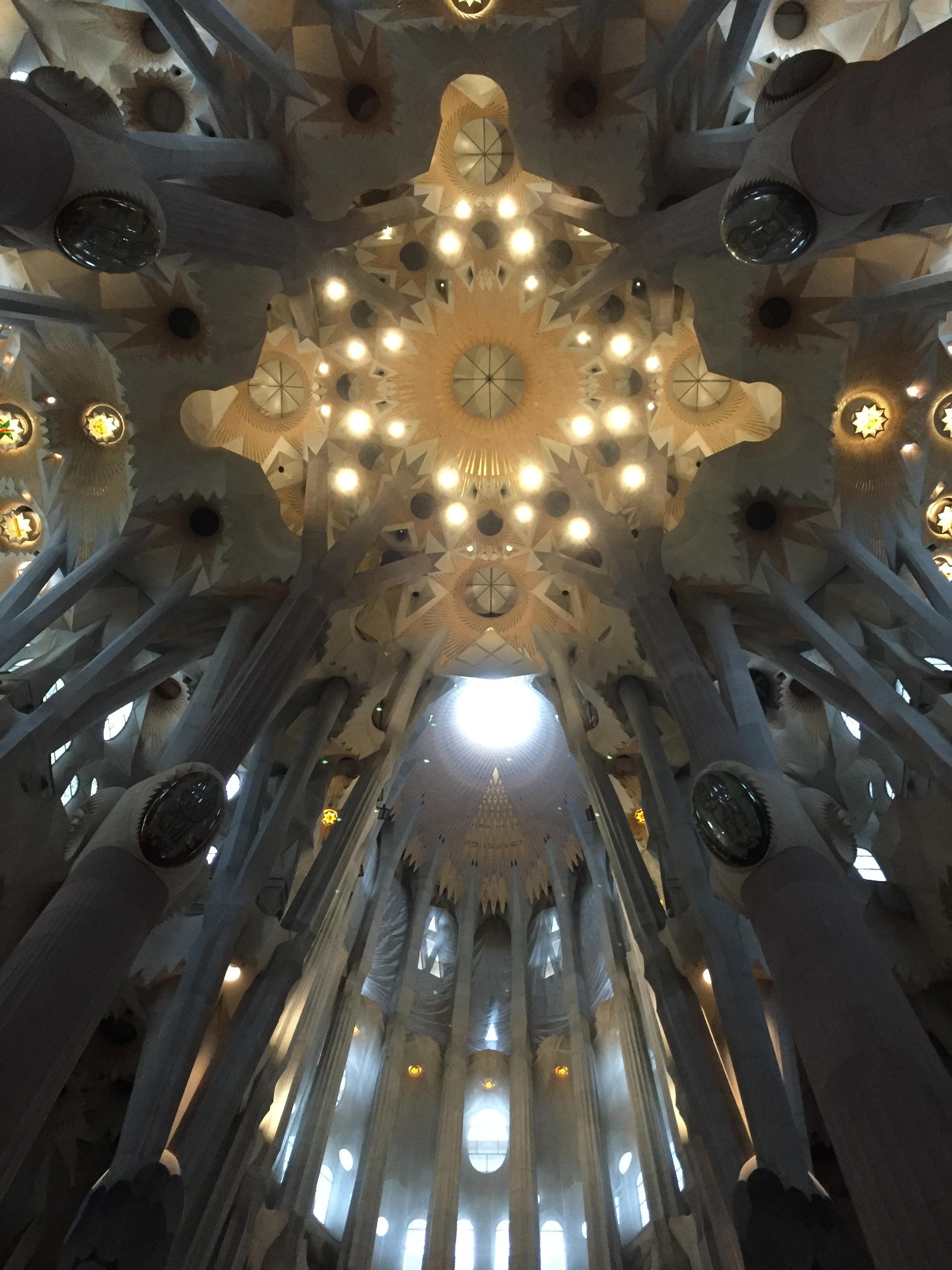 InteriorSagradaF.JPG