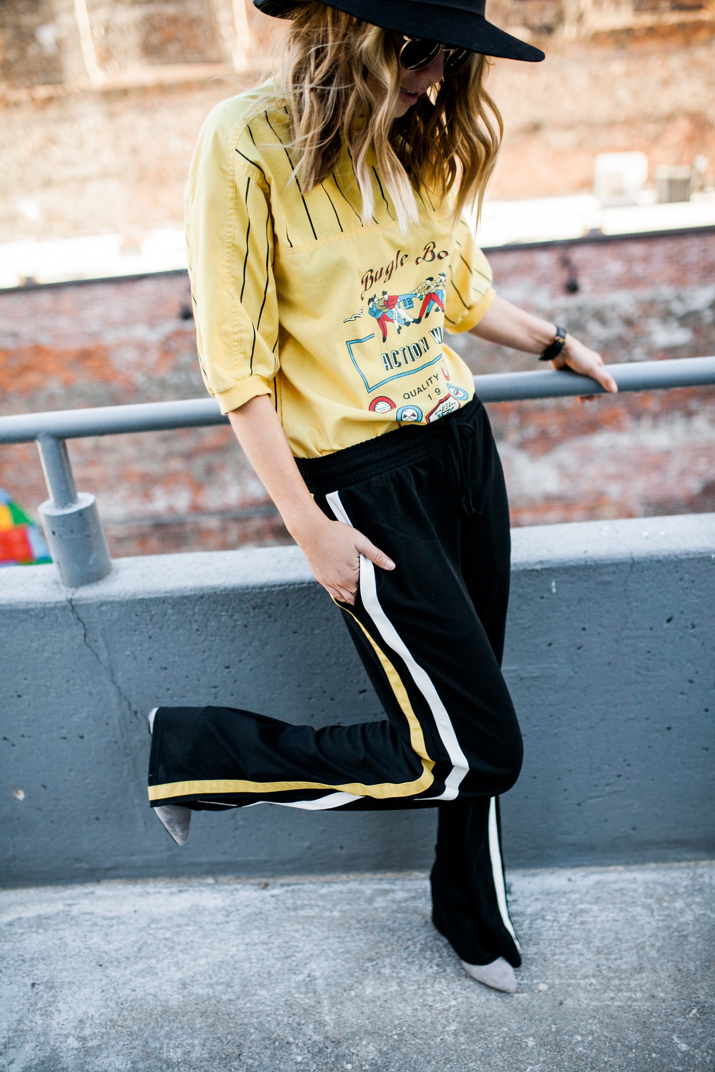 who+what+wear+track+pant+side+striped+detail+2.jpg