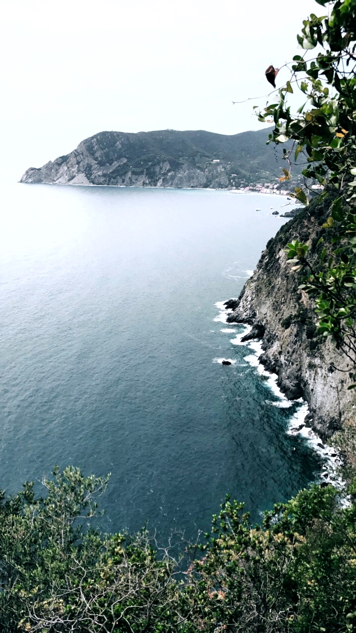 Coastal cliffside on the hike from Monterosso al Mare to Vernazza in Cinque Terre