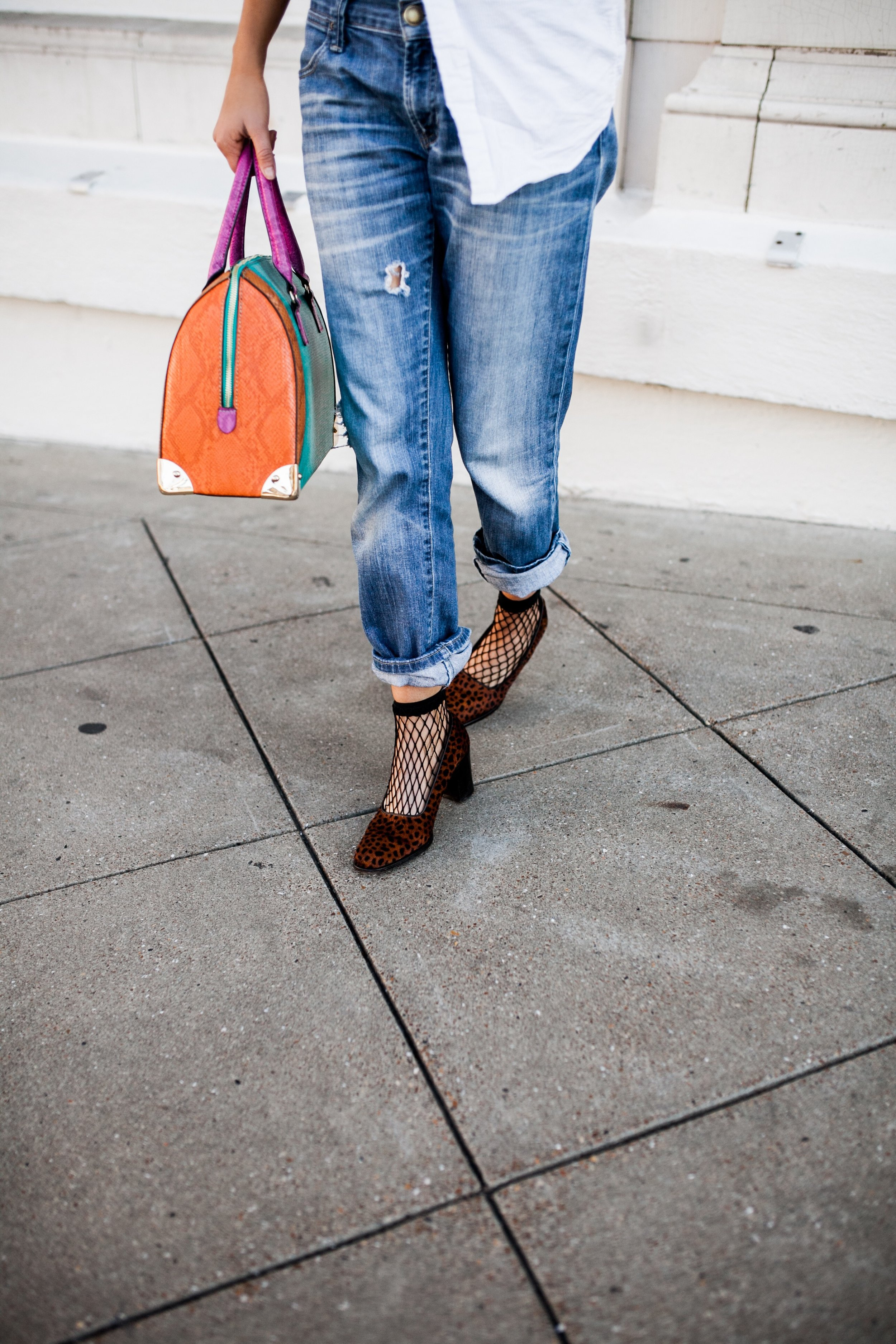 how-to-wear-the-statement-bag-trend.JPG