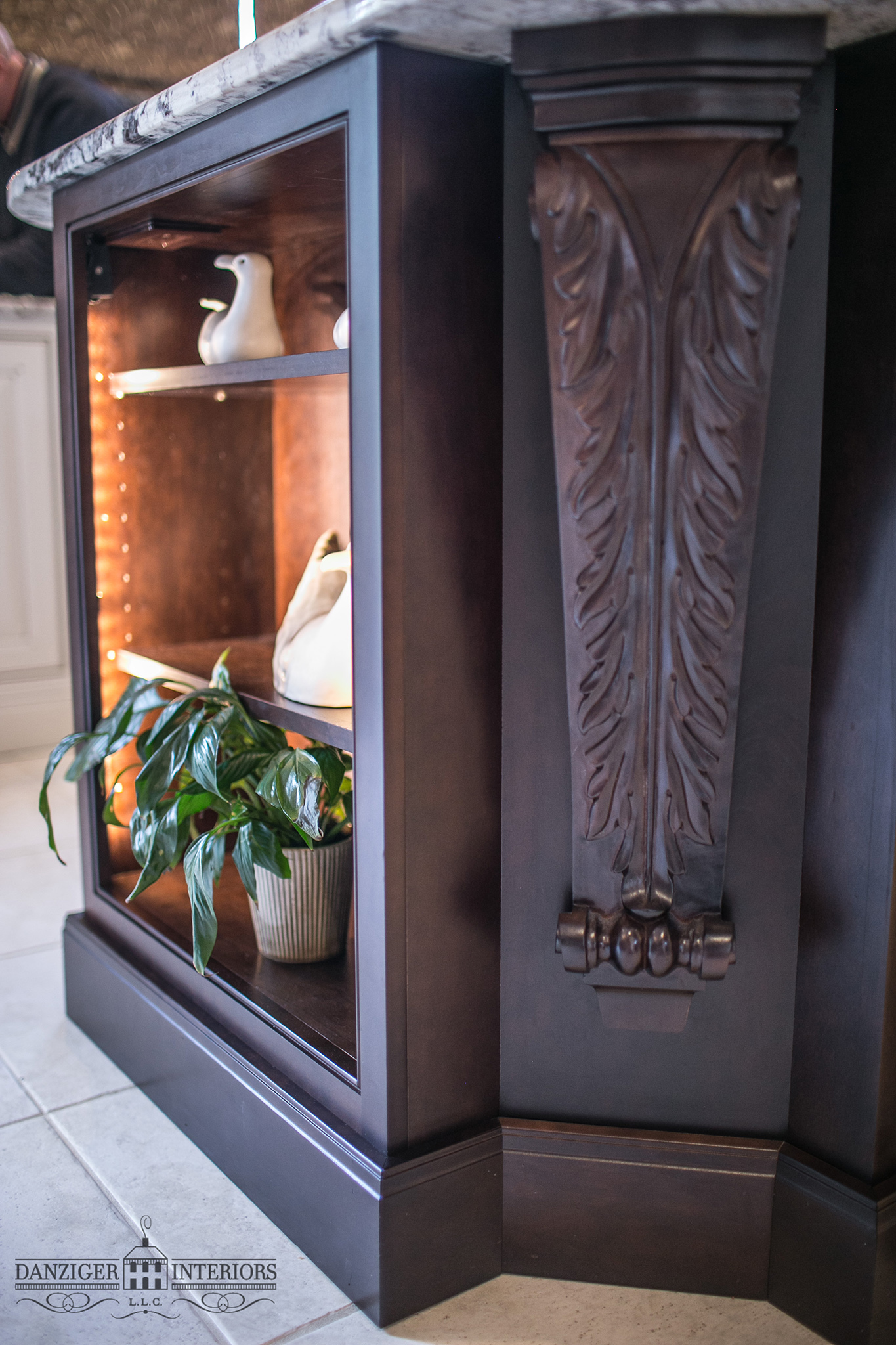 Decorative corbel in corner