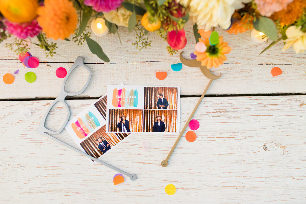 photobooth-props-colorful-wedding