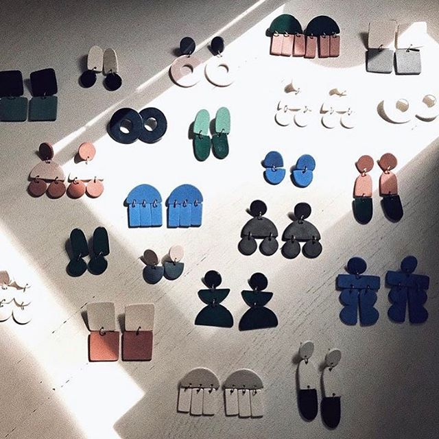 In love with all things @hernewtribe. We want every single pair of the Austin-based jeweler's earrings! Find the link to get your own off our latest 'Autumn in New York' styleboard 🗽 #wornanddomestic #allshopnotalk #autumninnewyork #nyc #ceramic #austinbased #statementearrings 📸 @hernewtribe