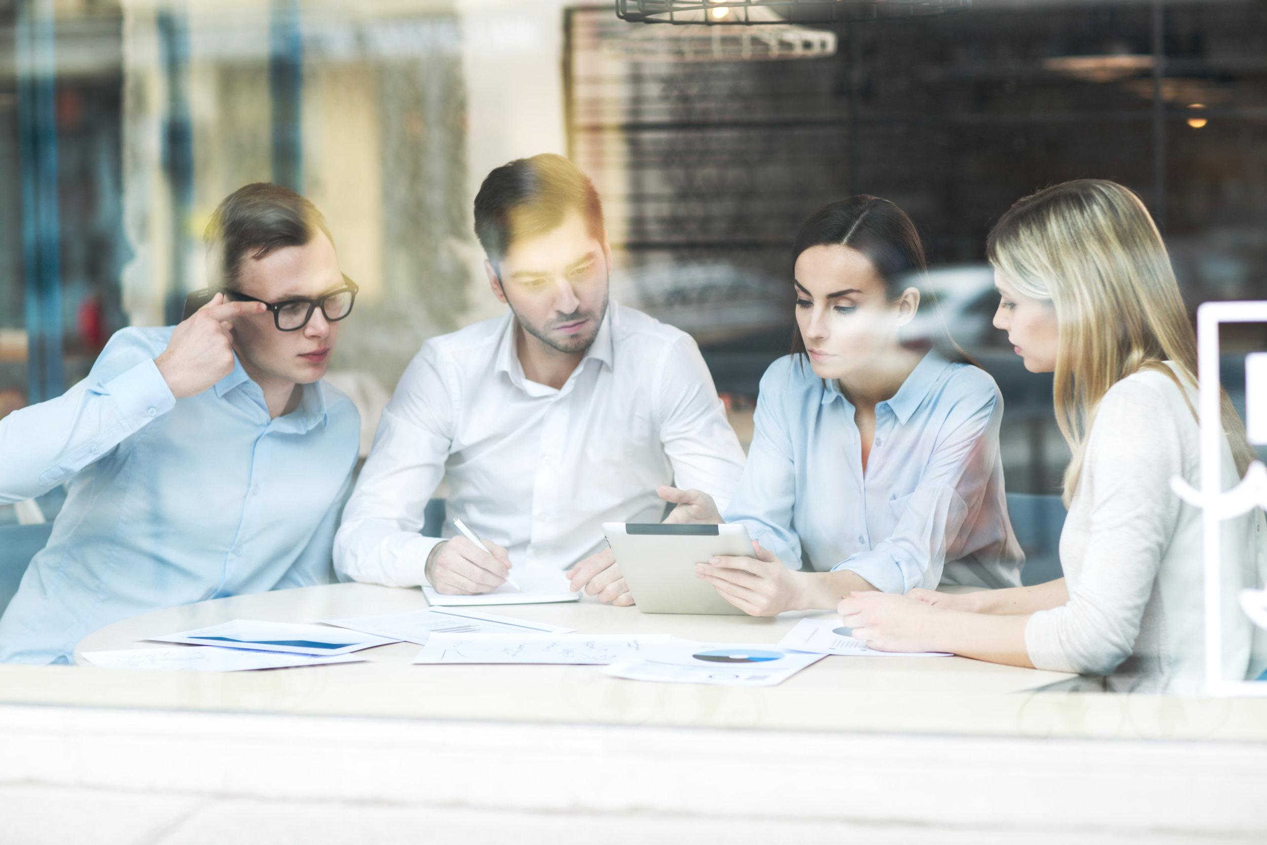 CONsulenze aziendali  Pianifichiamo programmi di comunicazione adatti a far conoscere le diverse realtà imprenditoriali che si affidano a noi. Attraverso un'analisi degli obiettivi delle aziende, organizziamo la pianificazione dei loro progetti e le strategie di comunicazione per promuovere le loro attività.