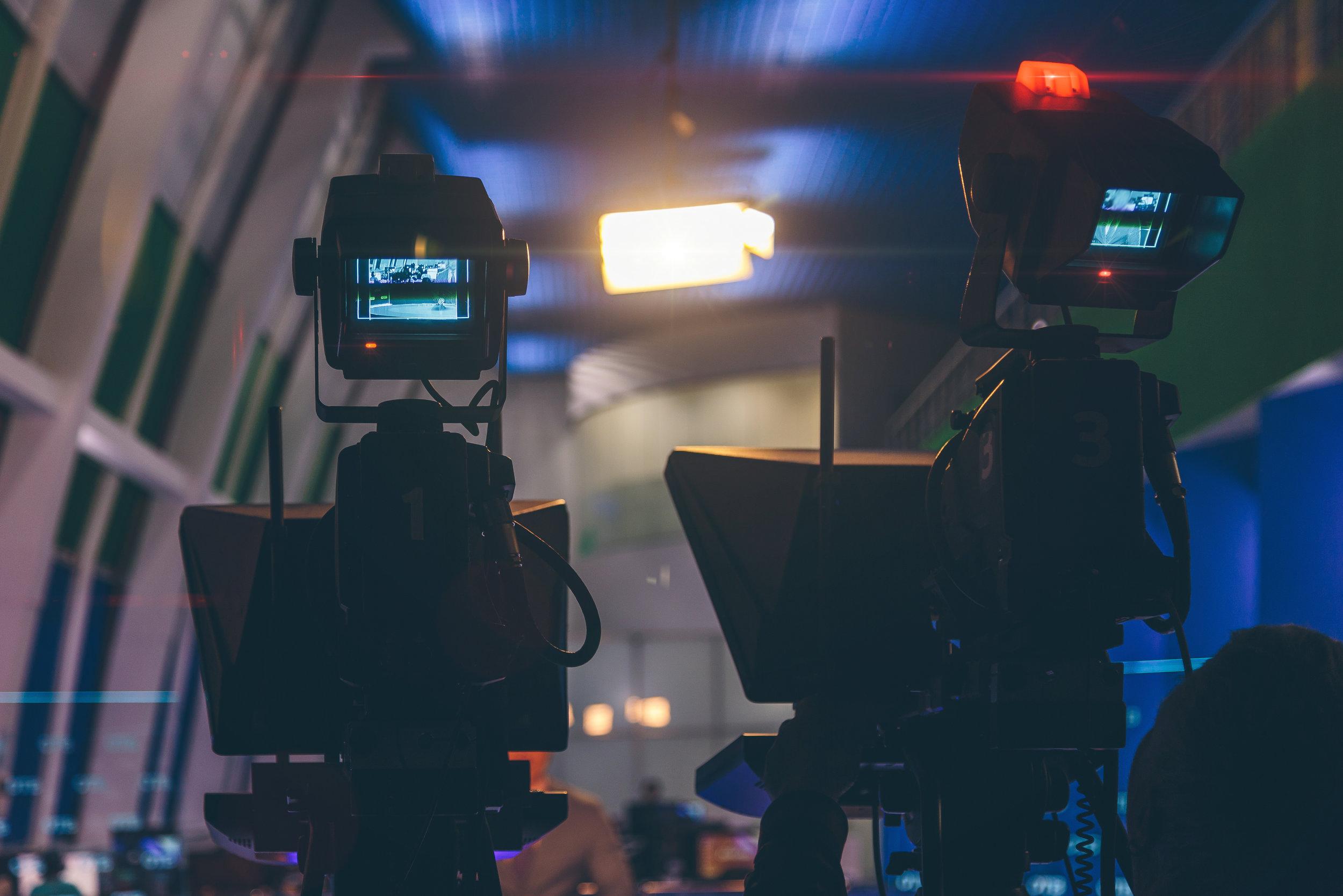 produzioni video  Tecnologia, esperienza e personale specializzato nella produzione di programmi tv, spot pubblicitari, videoclip musicali, tutorial web, un servizio a 360° dall'ideazione alla scrittura, alla realizzazione fino al montaggio.