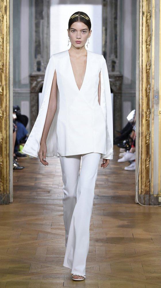 cape-dress-bridal-couture-2017-kaviar-gauche-berlin-muenchen-duesseldorf-brautkleid-revised.jpg