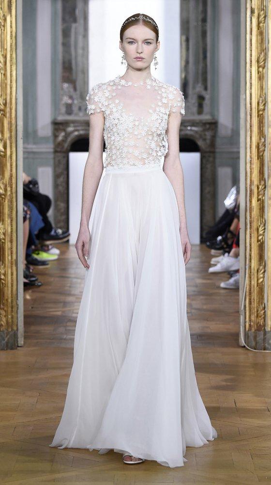 white-daisy-dress-bridal-couture-2017-kaviar-gauche-berlin-muenchen-duesseldorf.jpg