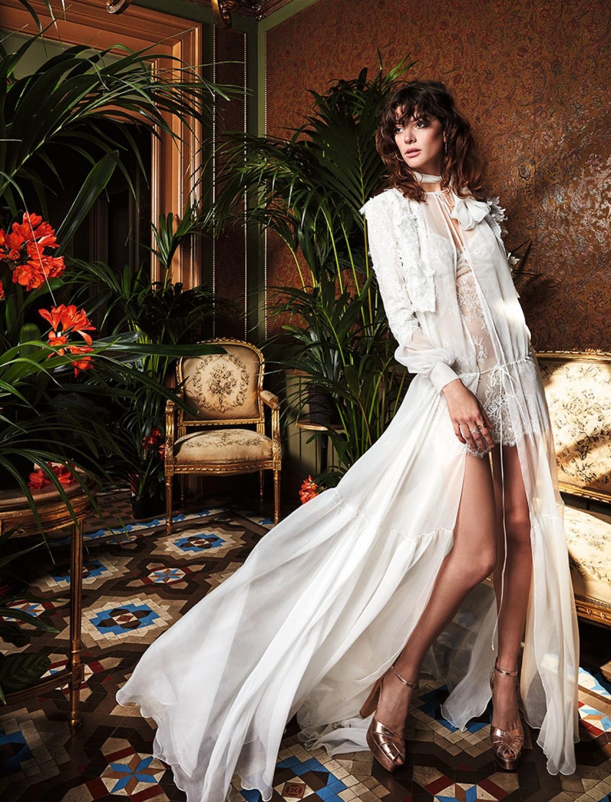 boho_chic_wedding_dresses_2017_bohemian_lace_wedding_dress_yolan_cris_chris_style_camomila-2.jpg