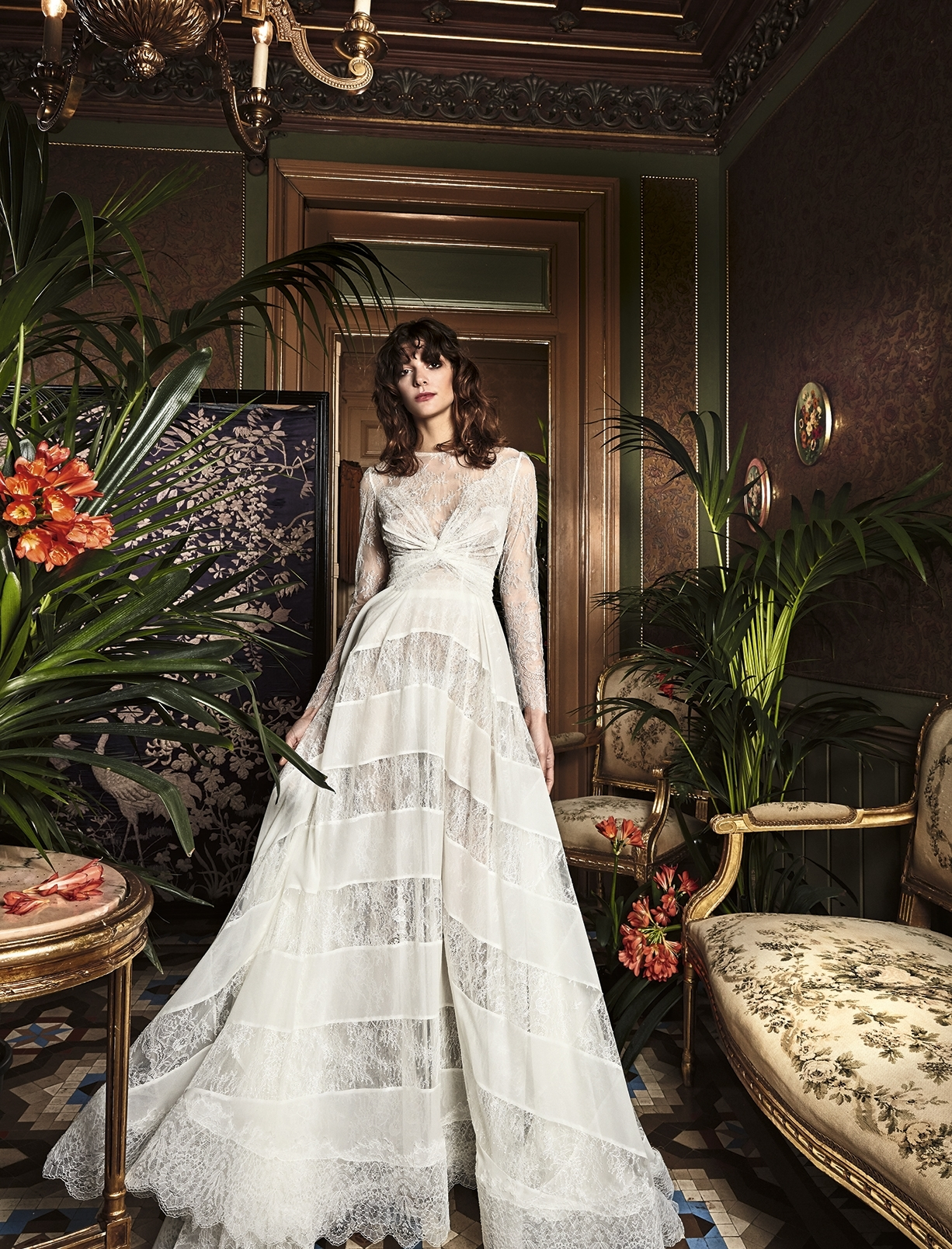long-sleeve-wedding-dress-v-neckline-bohemian-bridal-gown-yolan-cris-yolancris-tilo1.jpg