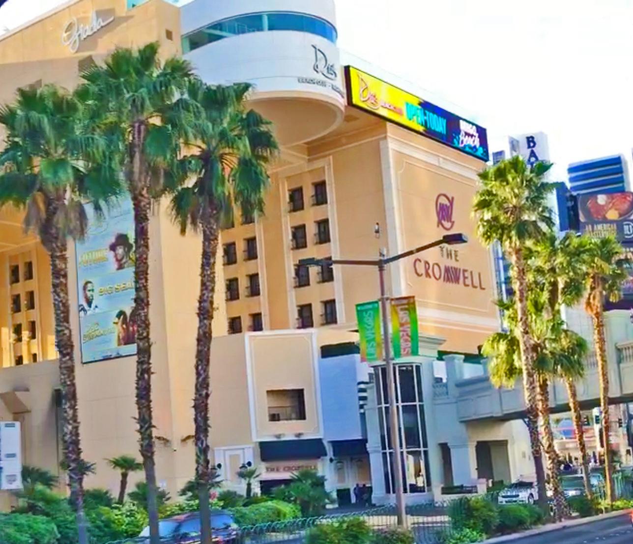 Cromwell, The - Eröffnet: 1979 (Barbary Coast, 2007 Bill's Gamblin Hall and Saloon, seit 2014 The Cromwell)Casino-Grösse: 3'128m²Resort-Fee: 37 US-DollarZimmeranzahl: 624 Zimmer, 14 SuitenZweitkleinstes Hotel am Las Vegas Strip. Tischspiele haben teils sehr gute Odds (zum Beispiel «Craps»). Auf dem Dach befindet sich der «Drai's Beach Club & Nightclub».