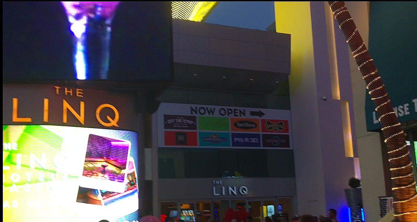 """LINQ Resort and Casino, The - Eröffnet: 2014Casino-Grösse: 2'635m²Resort-Fee: 35 US-DollarZimmeranzahl: 1088 Zimmer, 225 SuitenDirekt an der Linq-Promenade. Am Ende steht mit dem """"High Roller"""" (167 Meter) das höchste Riesenrad der Welt!"""