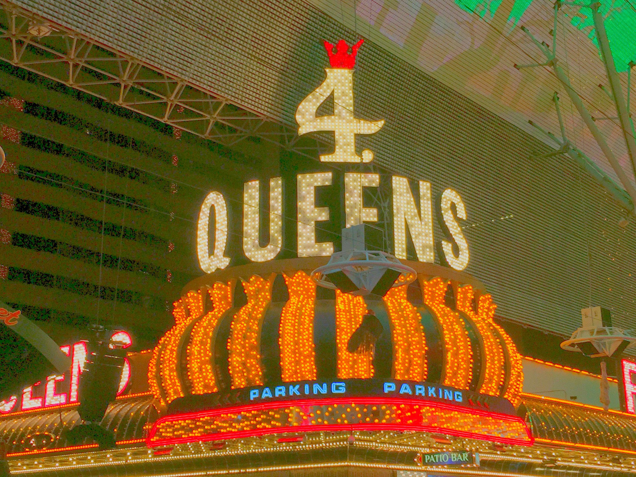 Four Queens - Das «Four Queens» ist das klassische Las Vegas in Reinkultur, leuchtendes Neon wohin das Auge blickt.