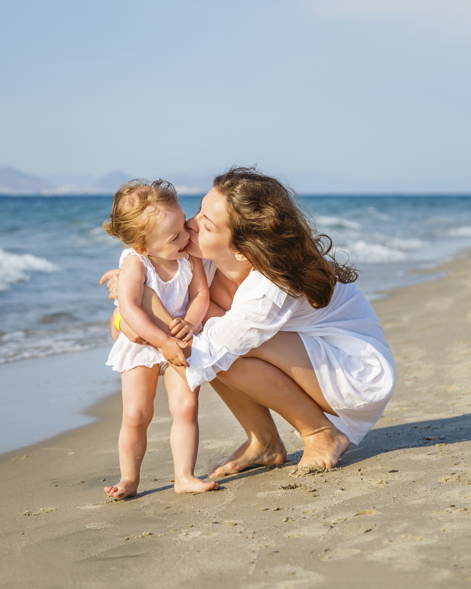 Mother-and-daughter-on-the-beach-000020997515_Double.jpg