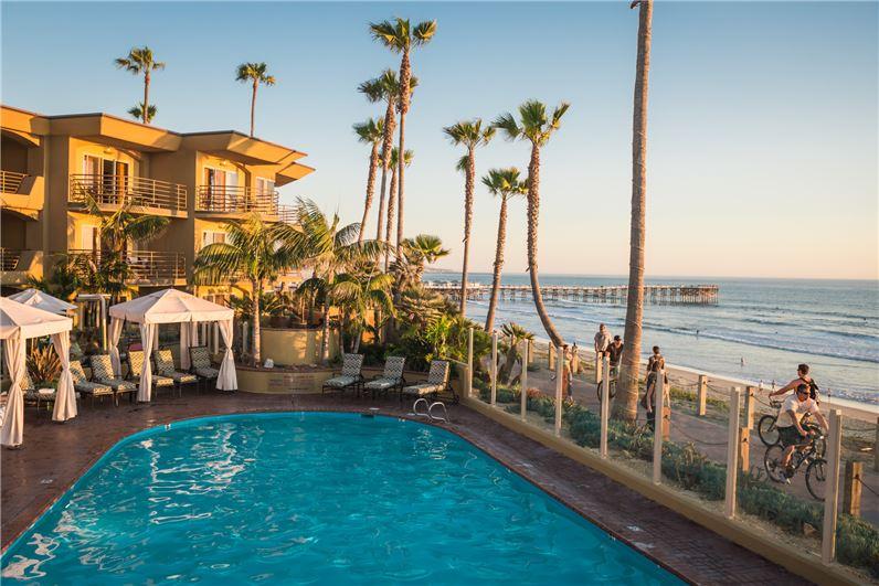 Pacific Terrace Hotel.jpg