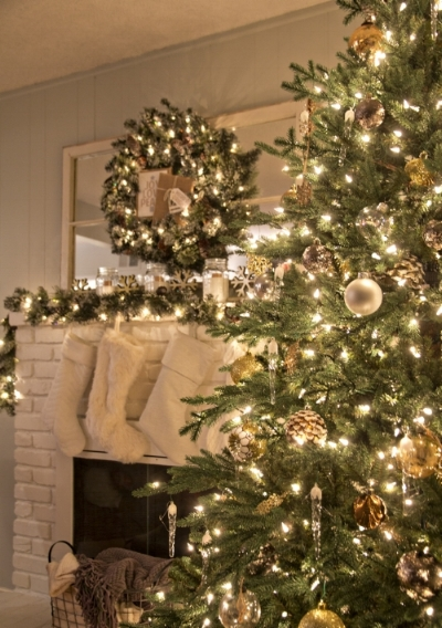 I love the gold, silver, and nature decor on this tree! All combined, they bring a  simple and rustic feel while the twinkle lights reflect beautifully off the metallic finishes!