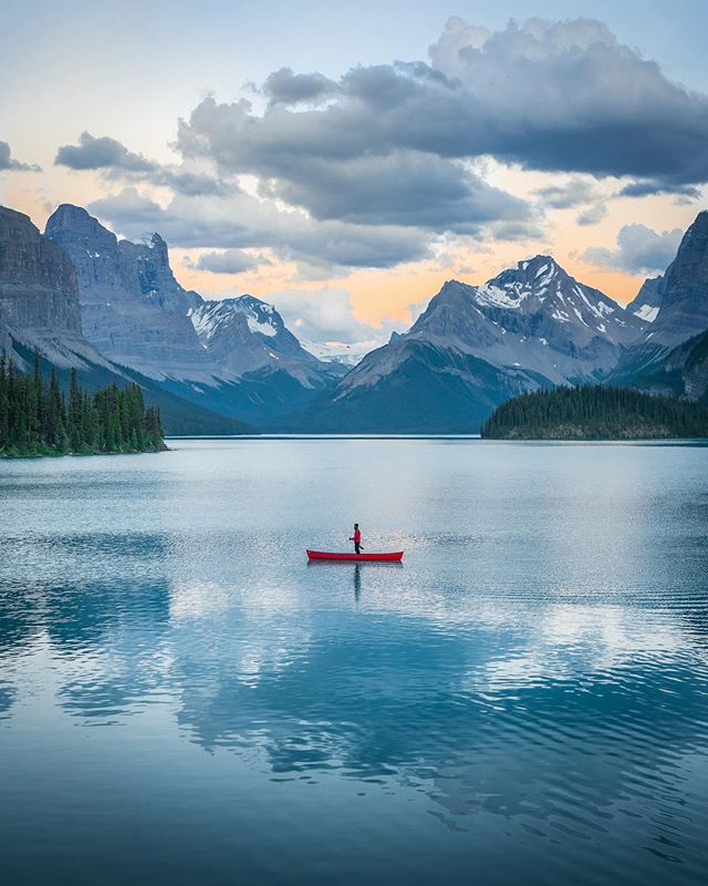 Not exactly sure why @karl_shakur decided to stand up on an incredibly tippy canoe, but I rolled with it 👌🏼 ⠀⠀⠀⠀⠀⠀⠀⠀⠀⠀⠀⠀⠀⠀⠀⠀⠀⠀⠀⠀⠀ 📸 From an epic trip last Summer through the Rockies ⛰ #AllAboutAdventures